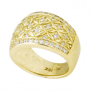 Gold Ring with .68pts Diamonds